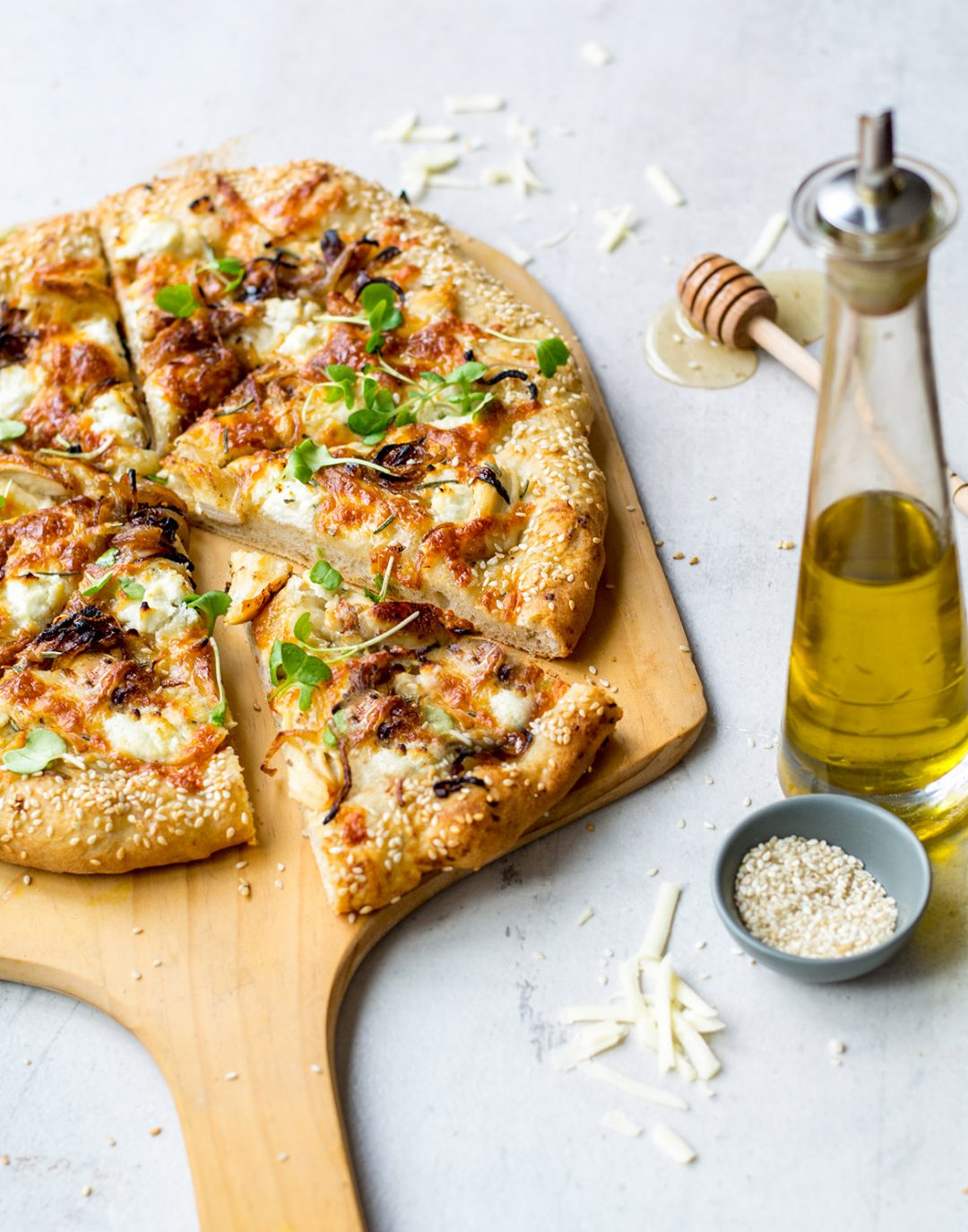 pizza with chicken, onion, goat cheese