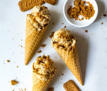 speculoos ice cream in waffle cones with cookies crumbled